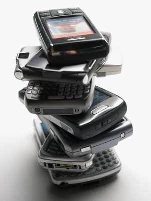 Os estudos sobre a possível ligação entre o uso de celular e o câncer de cérebro não são conclusivos Foto: Getty Images