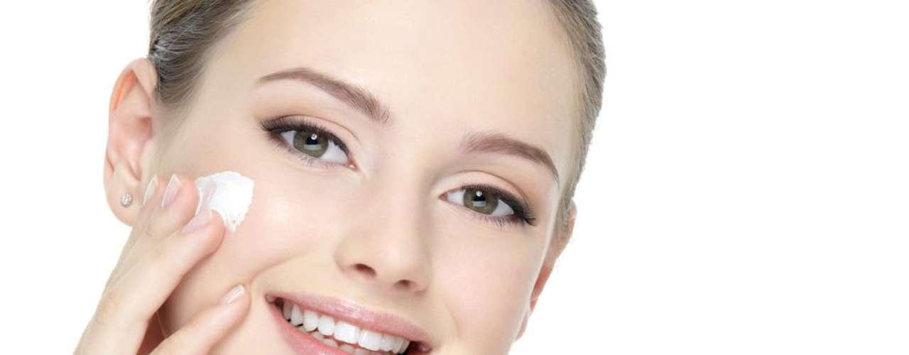 O ácido kójico é um despigmentante natural que age sobre a pele inibindo a ação e a produção da melanina (substância produzida pelos melanócitos que causam, além do bronzeado, manchas na cútis)