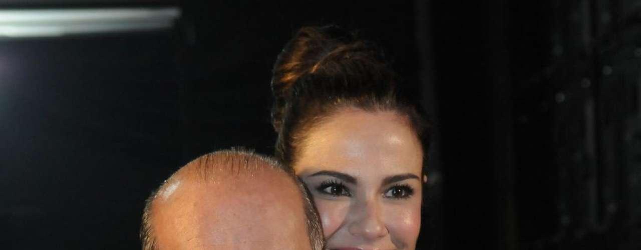 Bem mais alta que o marido Marcelo de Carvalho, Luciana Gimenes não dispensa o salto alto