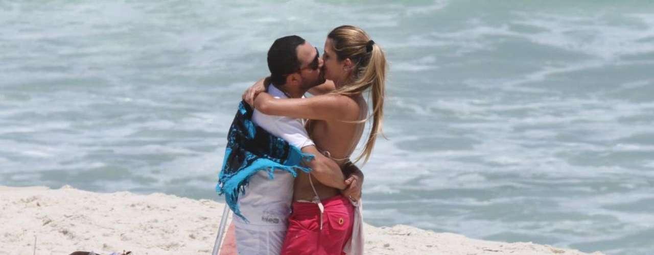 O cantor Luciano é visivelmente mais baixo que sua mulher Flávia