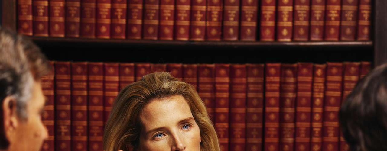 Advogado  Os advogados têm taxas mais altas de estresse e depressão do que o público em geral. Segundo uma pesquisa realizada em 2007, apenas quatro entre 10 advogados recomendavam a carreira. \