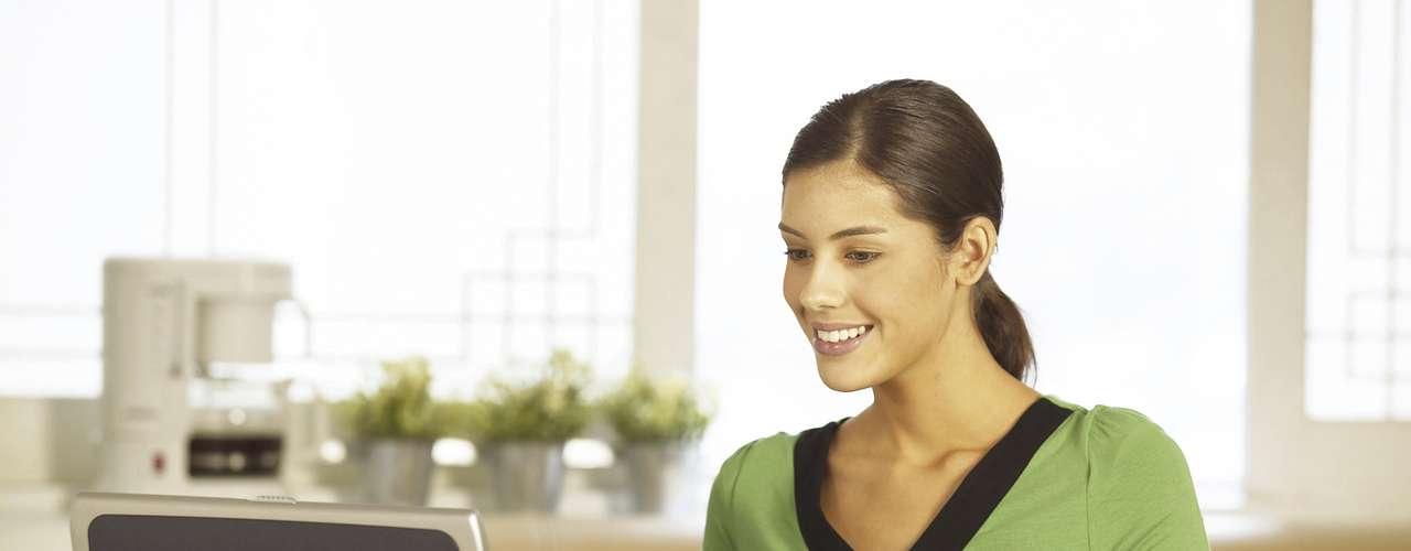 Meio-termo  Freelancer ou trabalhador independente  Mais pessoas estão negociando em seus trabalhos de escritório para a vida de freelancer ou tendo seu próprio negócio. No entanto, tudo tem um lado positivo e negativo. Enquanto você pode conseguir mais tempo para si mesmo, tem de correr atrás da bola para poder ganhar dinheiro