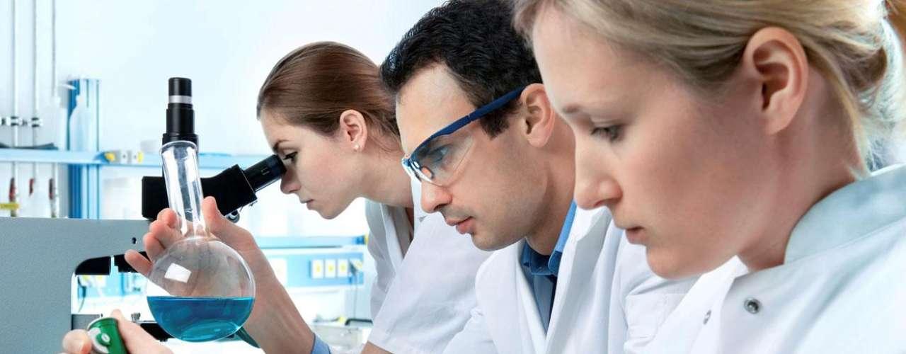 Trabalhadores da área de saúde  Técnicos de registros médicos, técnicos de laboratório, nutricionista e terapeuta ocupacional então no ranking como os melhores empregos, segundo o site CareerCast. Esses profissionais, ao contrário de médicos e enfermeiros que atuam em hospitais, trabalham em ambientes de escritório ou laboratórios com horários mais regulares. E pelo fato de suas carreiras lidarem com saúde, eles geralmente possuem hábitos de vida mais saudáveis