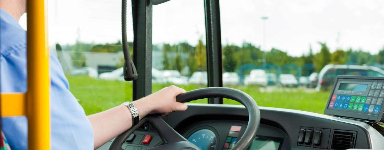 Trabalhadores do transporte  Motoristas de ônibus, caminhoneiros e taxistas figuram entre as profissões mais estressantes. Além disso, tais funções possuem altos índices de acidentes e doenças ocupacionais. Passar longas horas ao volante, respirar gás carbônico e ainda muitas vezes não fazer uma alimentação saudável estão entre os principais motivos. Distúrbios do sono são comuns nesses profissionais