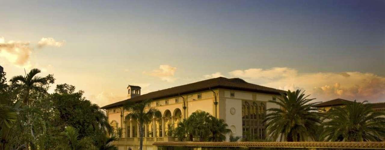 Biltmore Hotel, de Miami, Califórnia: para quem prefere viajar para o exterior, o Biltmore Hotel oferece um pacote de quatro noites para o feriado de Corpus Christi. As diárias custam a partir de R$ 600 para o casal.  Informações: 1-800-727-1926