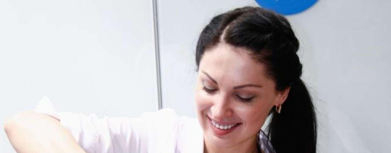 Recomendado para o tratamento de poros dilatados, o Laser Genesis ND ajuda a restaurar o brilho e a aparência de uma pele jovem, suavizando a textura irregular e outros danos causados pelo fotoenvelhecimento
