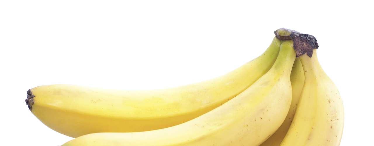 15. Banana - Essa fruta é um superalimento que ajuda no emagrecimento e é benéfica ao coração. Uma banana média um pouco mais verde é capaz de acelerar seu metabolismo devido aos 12,5 g de amido resistente, a madura contém cerca de 5 g