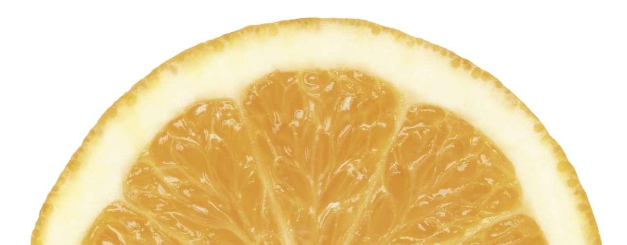 18. Laranja - Essa fruta possui apenas 59 calorias e uma boa dose de fibras. A laranja está em primeiro lugar na lista dos 38 alimentos que mais trazem saciedade, de acordo com um estudo de pesquisadores australianos