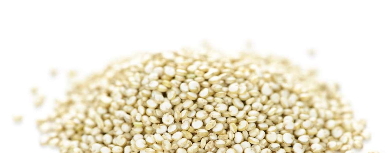 26. Quinoa - Esse grão é rico em proteína e ainda combate a fome.  Ao adicionar quinoa em sua alimentação você vai ficar saciado com menos calorias e evitar excessos nas demais refeições