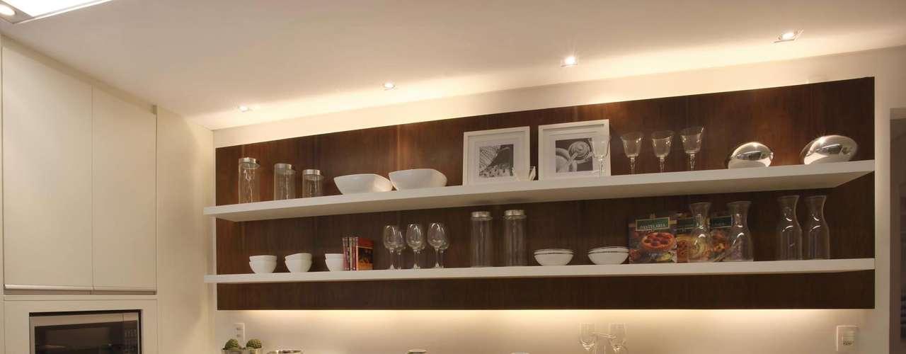 A arquiteta Rose Jung diz ser lenda que os apartamentos para exposição usem peças menores que o normal, para dar a impressão de os imóveis serem maiores do que são