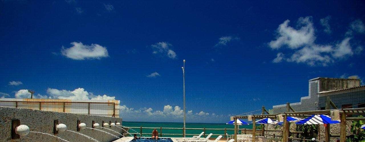 YAK Hotel, Natal, Rio Grande do Norte: Em frente à Praia dos Artistas, o hotel fica a 4 Km do cento de Natal e a poucos minutos do acesso ao litoral norte, Via Costeira e praia da Ponta Negra. Do dia 6 a 10 de junho a diária para casal no apartamento duplo luxo custa a partir de R$ 166. Informações: 0800 600 8088
