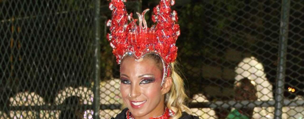 Quando ficou conhecida como a vocalista da banda de funk Gaiola das Popozudas, a funqueira Valesca Popozuda já tinha silicone nos seios. Em 2010, decidiu inovar e foi uma das primeiras famosas a turbinar o bumbum. Em entrevista ao jornal Extra, a cantora comentou que o implante traseiro de 550 ml (em cada lado) a deixou muito melhor