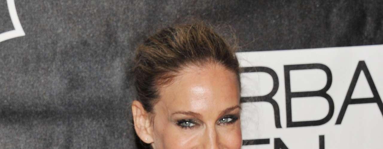 Esbelta, Sarah Jessica Parker, a estrela de Sex and the City, deu uma turbinada nos seios, de acordo com o tabloide The Sun