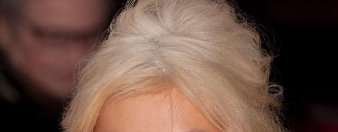 Christina Aguilera nunca confirmou, mas a turbinada na comissão de frente da cantora sugere que a estrela recorreu às próteses de silicone para se manter bonita desde o nascimento do primeiro filho, nos anos 2000