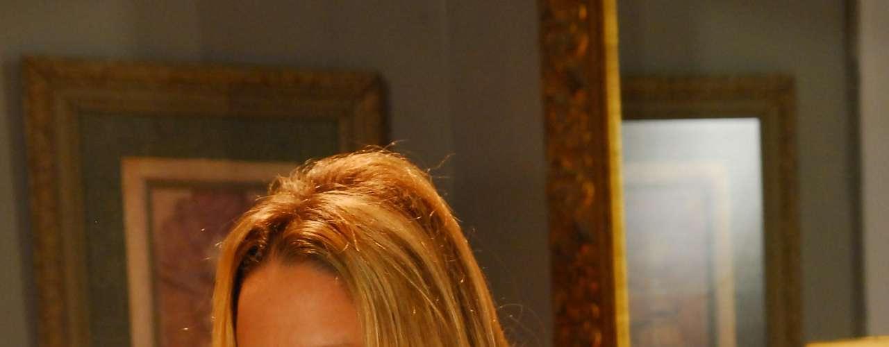 A atriz Danielle Winits já fazia papeis ousados na teledramaturgia quando optou por aumentar a comissão de frente em 1998, após viver Alicinha na novela global Corpo Dourado