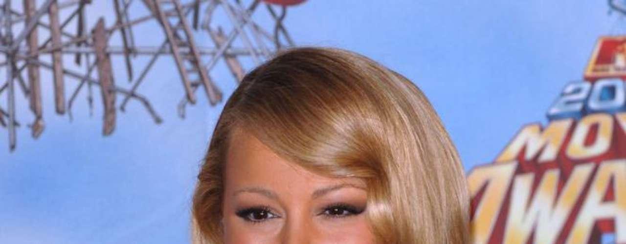 Mariah Carey é outra artista que não confirma, mas a imprensa hollywoodiana garante que a diva do pop colocou implante de silicone mesmo antes de dar a luz aos filhos gêmeos