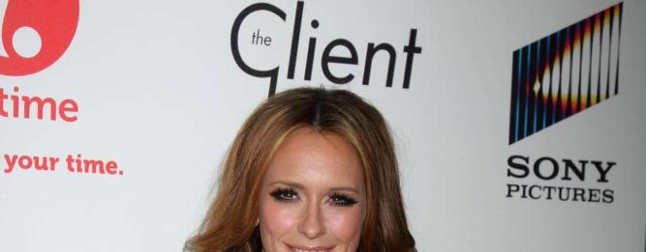 A imprensa norte-americana garante que a atriz Jennifer Love Hewitt recorreu ao procedimento e mostra fotos da mudança nos seios da estrela ao longo dos anos