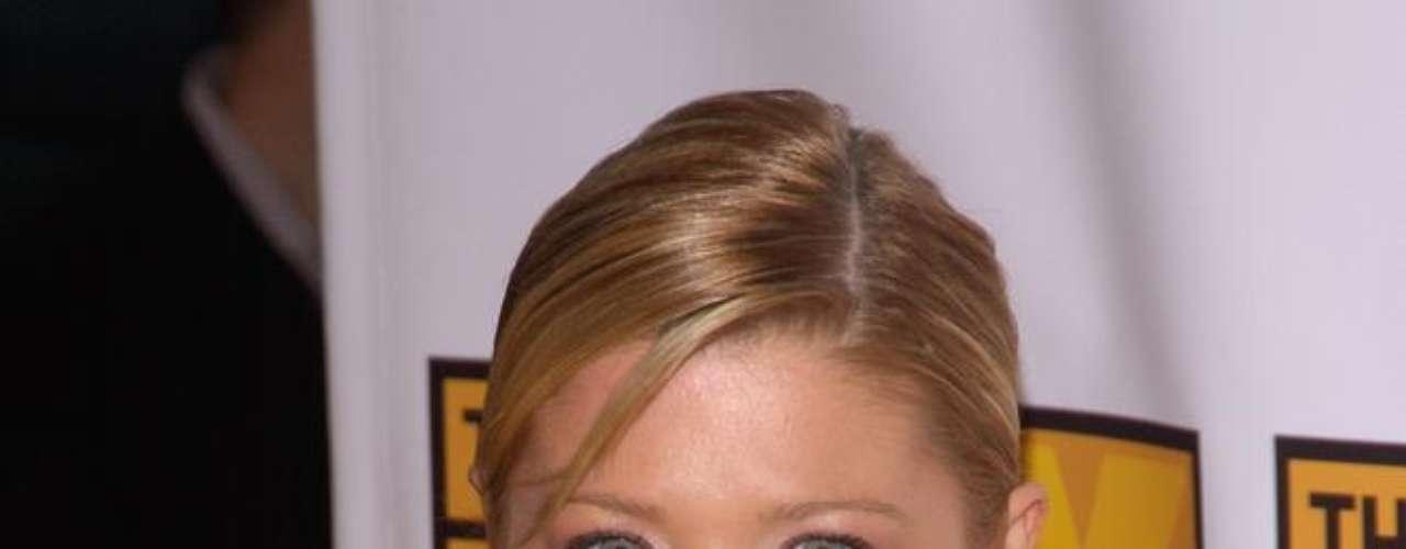 Ao longo dos anos, a atriz Tara Reid ganhou curvas e ficou ainda mais bonita com o volume extra nos seios
