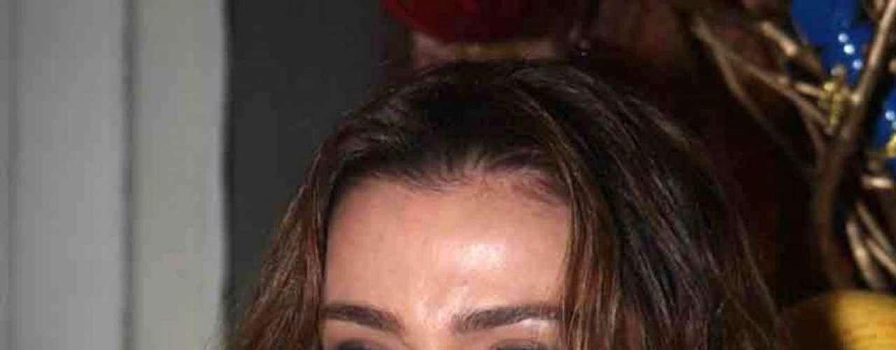 Revistas e sites de celebridades revelam que a atriz Mônica Martelli deu um up no corpo após recorrer às discretas próteses de silicone nos seios
