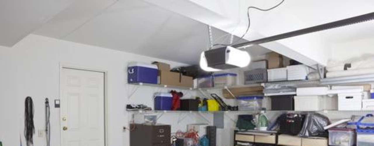 Uma alternativa é colocar móveis práticos, que facilitem a organização do local