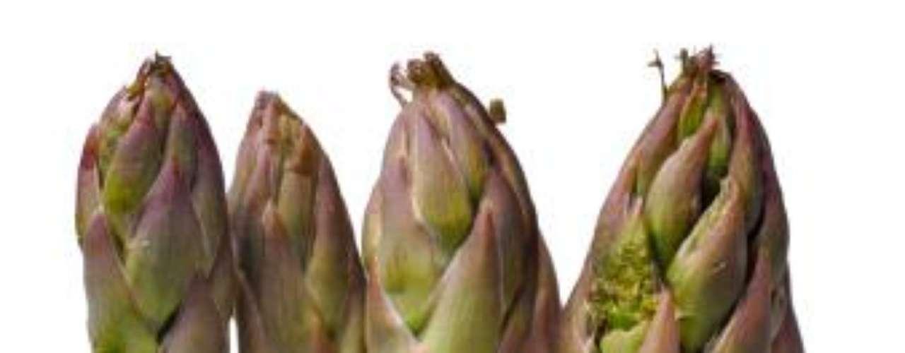 Aspargos: eles estão entre os alimentos diuréticos, que favorecem a eliminação das toxinas pelo corpo
