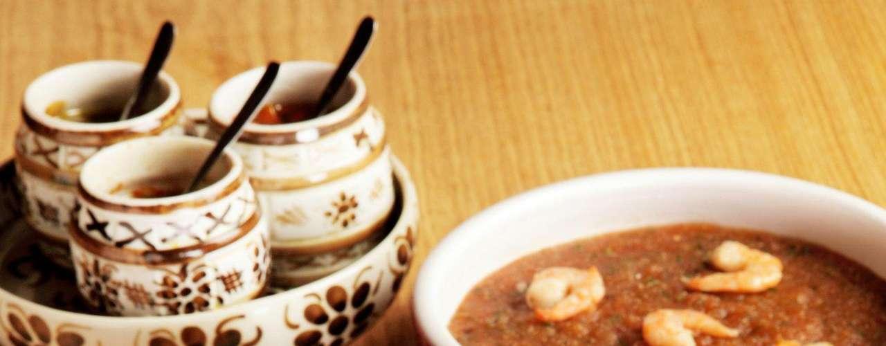 Existem ainda receitas que substituem o feijão preto pelo branco, adicionam frango ou até substituem carnes por bacalhau ou frutos do mar. Há diversas combinações possíveis, basta você experimentar