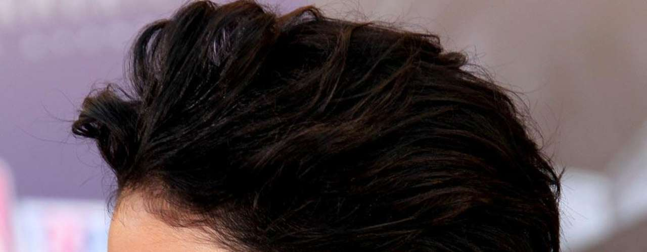 Vanessa Hudgens tem uma borboeta colorida na região da nuca, que representa a feminilidade