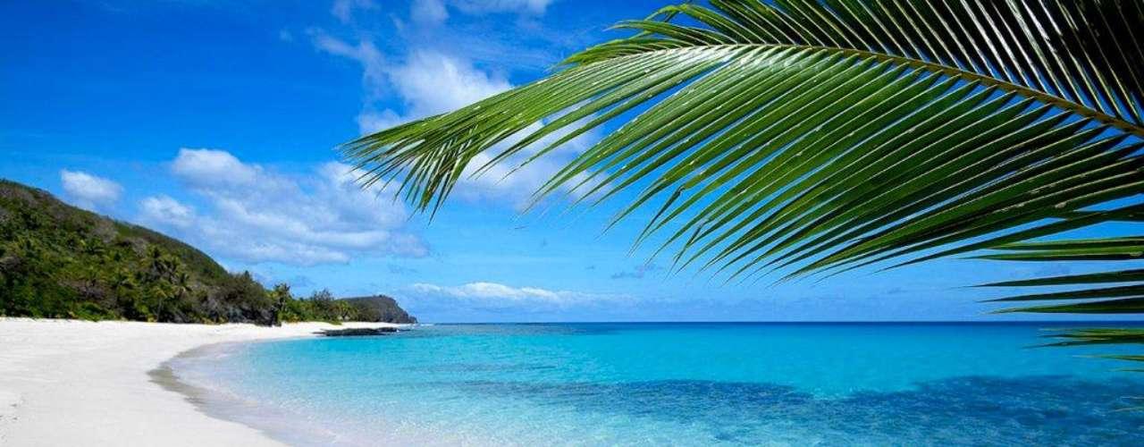 13. Yasawa, Fiji - No meio caminho entre a Polinésia Francesa e a Austrália, o arquipélago de Fiji é composto por mais de trezentas ilhas e ilhotas preservadas, com uma natureza abundante e lindas praias.  As Fiji são um destino especial para viagens românticas, escolhido por muitos casais em lua-de-mel