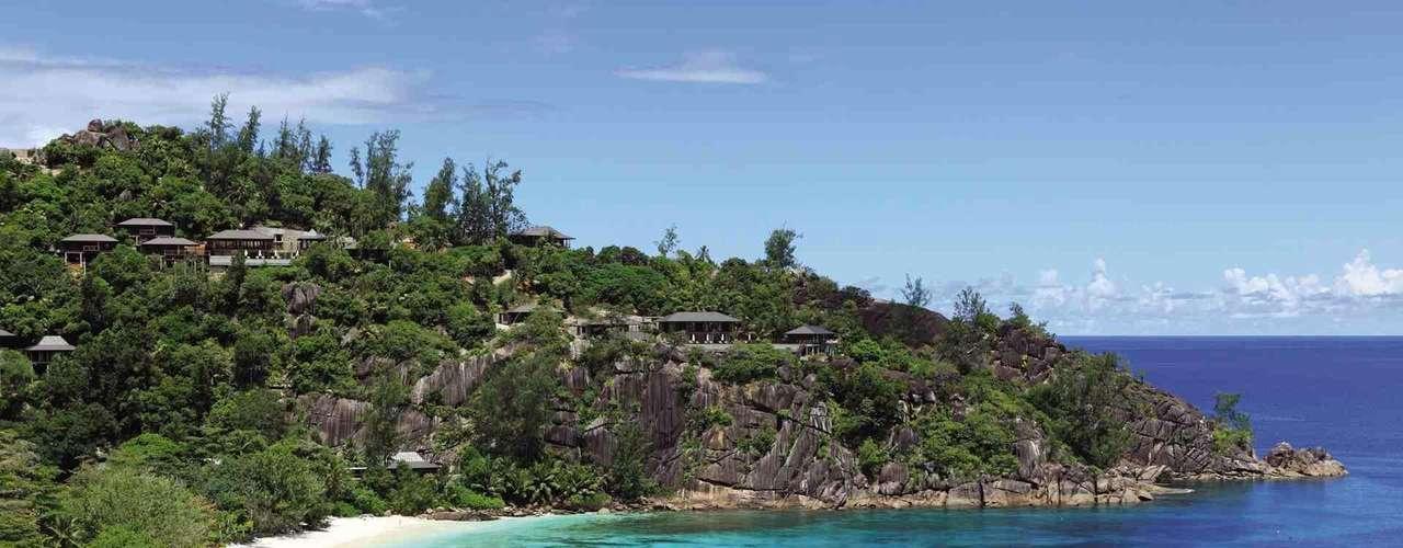 19. Seychelles - Arquipélago de 115 ilhas de uma beleza pura e conservada nas águas do Oceano Índico, as Seychelles são um destino incomparável para aqueles em busca de tranquilidade em algumas das melhores praias do mundo. Cercadas por picos e montanhas, cobertas de vegetação, e de barreiras de coral, as praias encantam todos os seus visitantes