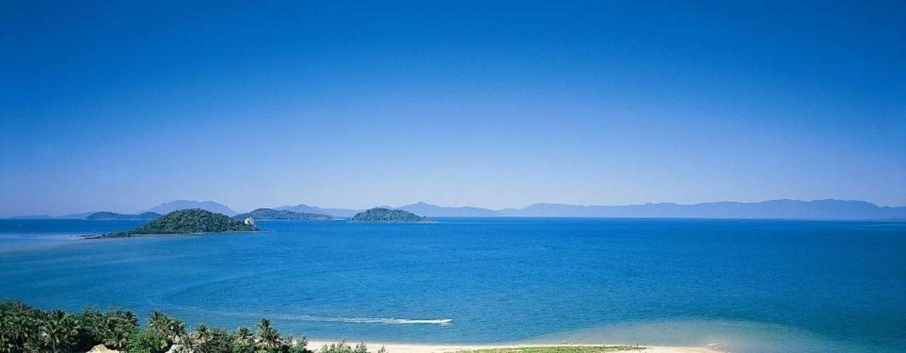 23. Dunk Island, Austrália - A 4 km do litoral nordeste da Austrália, a ilha de Dunk faz parte do Parque Nacional de Family Island, assim como da Grande Barreira de Coral. Além da beleza natural das paisagens, Dunk se destaca por sua rica fauna marinha, com tartarugas, arraias e peixes coloridos e muitos corais
