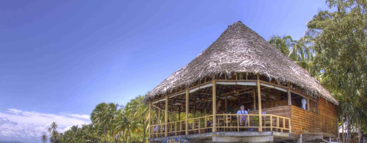 27. Bocas del Toro, Panamá - Simpático arquipélago do Caribe panamenho, Bocas del Toro tem numerosas ilhotas preservadas, com muitos pontos para a prática de surfe, mergulho, ou simplesmente para relaxar na praia. Além de praias virgens, Bocas del Toro tem hotéis, bares e restaurantes em ilhas como Carenero ou Ilha Colón