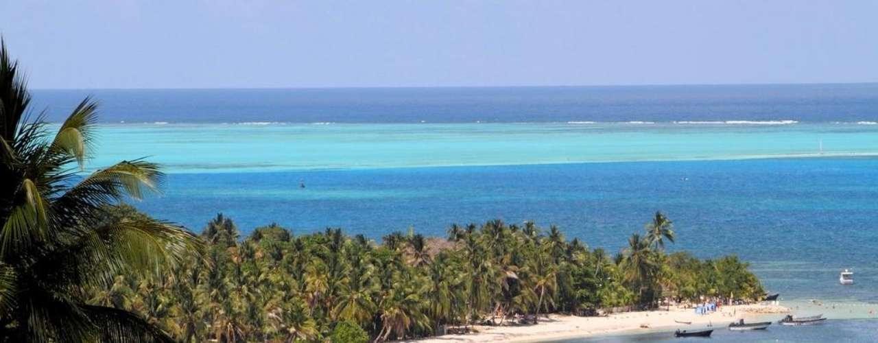8. San Andrés y Providencia, Colômbia - O Caribe colombiano esconde algumas pérolas como o arquipélago de San Andrés y Providencia, no qual as diferentes tonalidades de azul, protegidas por uma grande variedade de corais, criam um panorama insuperável. O arquipélago está situado a 700 km do continente, saindo da belíssima cidade colonial de Cartagena