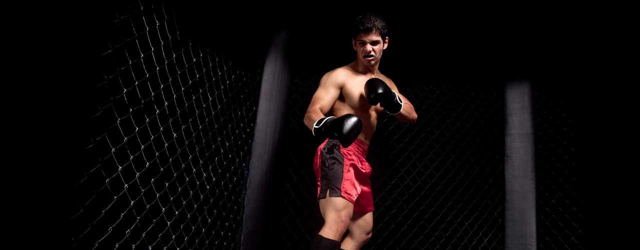 Os movimentos realizados durante um treino de MMA são próximos aos que são utilizados no cotidiano, diferente do que acontece na musculação.Esse esporte também trabalha a mente já que além dos movimentos físicos o atleta tem que traçar estratégias para derrotar o oponente, defende Fabio Costa