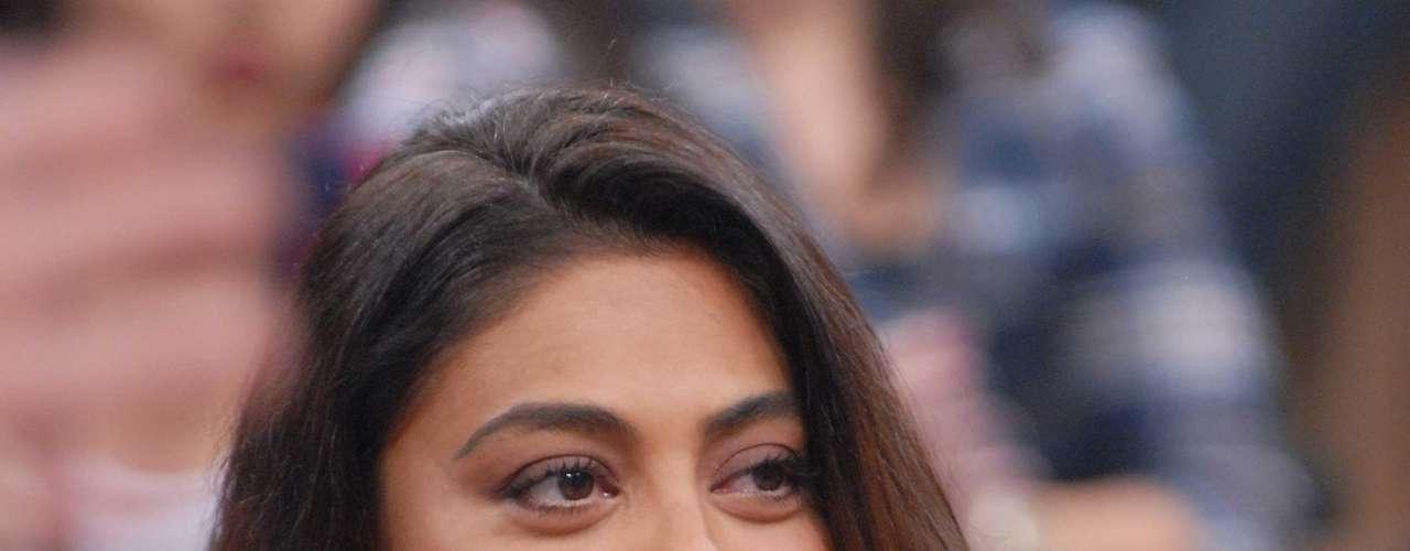 Juliana Paes usa compressas com chá de camomila na região dos olhos para evitar o inchaço