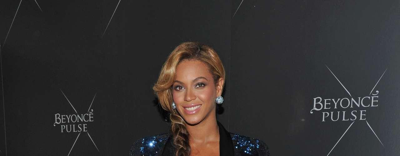 A cantora Beyoncé também apostou em um peep toe básico, equilibrado com o brilho da roupa. De acordo com Patrícia, o modelo também é um m dos modelos preferidos das noivas \