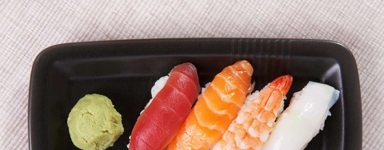 Wasabi - Já notou que geralmente quando comemos sushi parecemos ficar saciados com menos quantidade de comida do que normalmente é necessário? Parte disso é devido ao peixe, mas o molho verde, conhecido como wasabi, que costuma acompanhar o prato também tem participação nesse efeito. Seu sabor picante suprime o apetite e ainda funciona como um anti-inflamatório natural