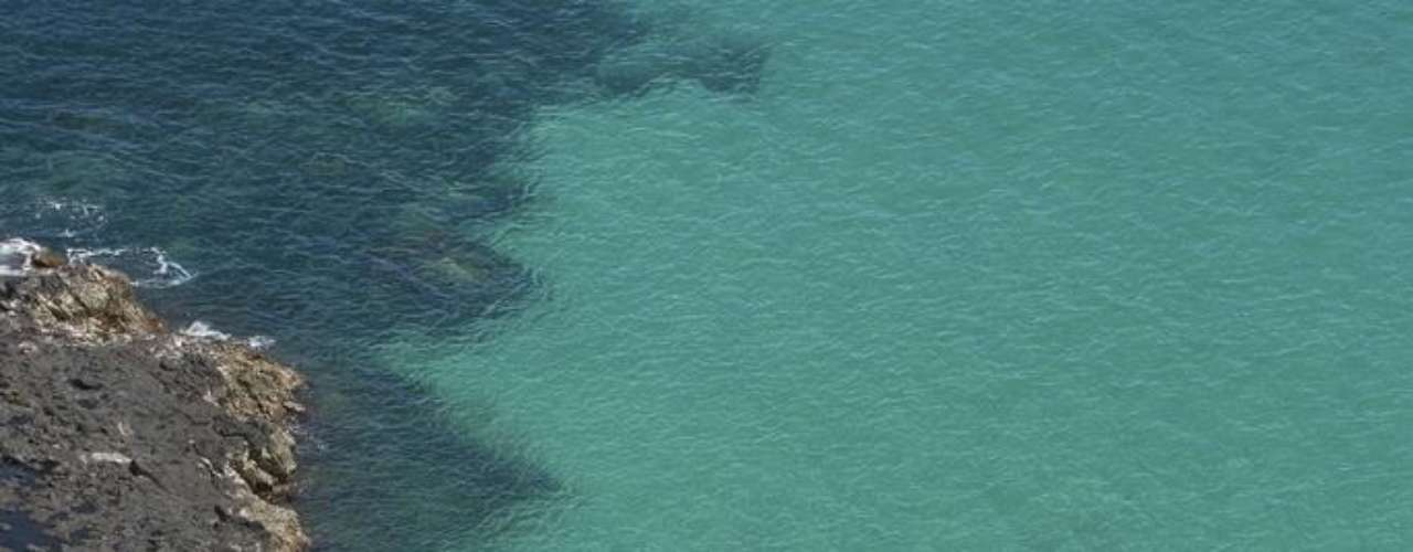 Fernando de Noronha, Brasil: Fernando de Noronha é uma das belezas naturais de maior destaque de nosso País. O que não é dizer pouco! O arquipélago protegido tem lindas praias e águas cristalinas perfeitas para mergulhadores e surfistas. Após um dia na praia com diferentes aventuras, como trilhas e e encontro com golfinhos, você e sua família poderão descansar em pousadas ecológicas como a Ecopousada Teju-açu