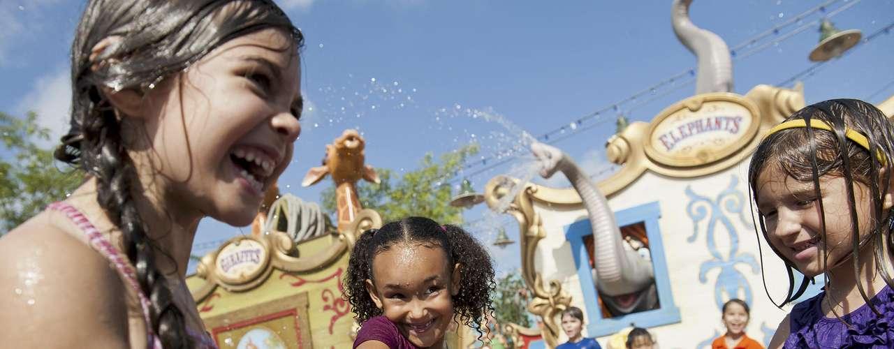 Orlando, Estados Unidos: se existe um destino  que faz sonhar qualquer criança este é Orlando, na Flórida. E não por acaso: Orlando tem alguns dos principais parques temáticos do mundo, como Disney World, Universal e Sea World. Aos adultos, resta encarar as filas e se divertir com os brinquedos e a alegria dos mais novos