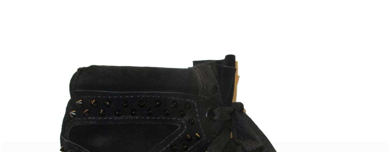 O modelo preto da Schutz tem como diferencial as spikes (tachas). Preço sugerido: R$ 390. Informações: (21) 2512-3557