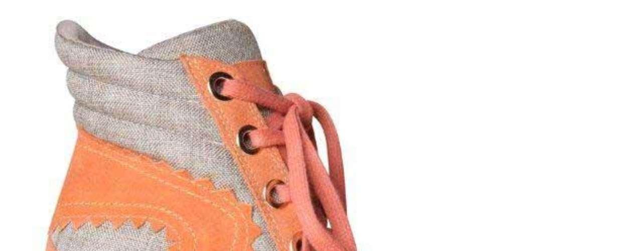 O sneaker da Hetane tem acabamento em linho e tons cáqui e cenoura. Preço sugerido: R$ 299. Informações: (51) 3549-9000