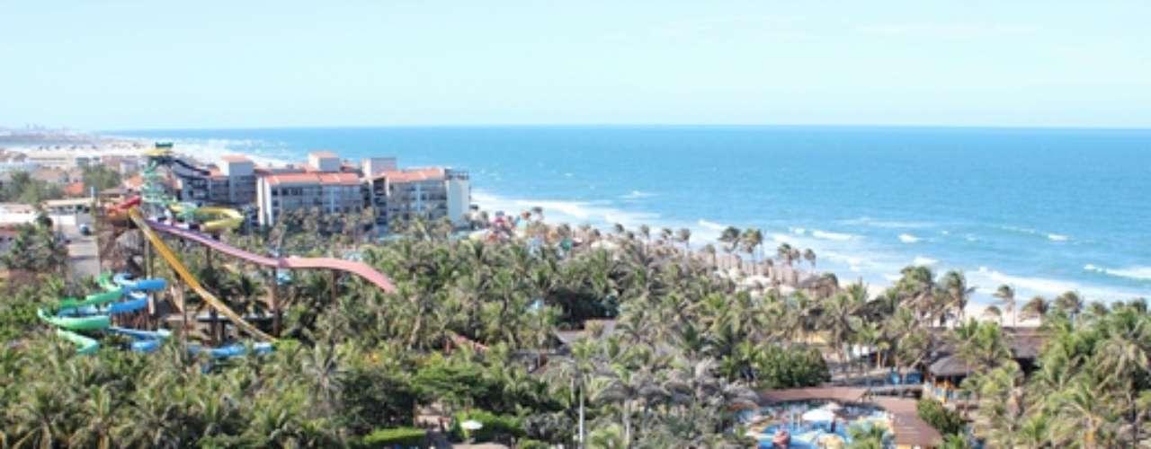 Beach Park, Porto das Dunas, Ceará, Brasil: inaugurado em 1988, o parque é a principal âncora turística do estado. Possui um complexo hoteleiro com quase 500 quartos e, entre as atrações, estão o Enigma da Esfinge, Ilha do Tesouro, Arca de Noé, Correnteza Encantada, Atlântida, Maremoto, Acqua Show e Ramubrinká. O visitante ainda pode aproveitar uma praia paradisiaca, localizada dentro do complexo
