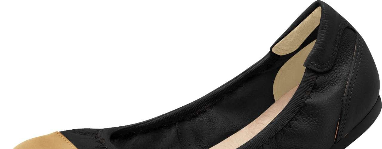 Seja em modelos cap toe ou sapatilhas, o bico de cor diferente do sapato é mais uma tendência. Às vezes pode aparecer acompanhando a textura do salto, como uma ponteira, ou apenas reforçando o estilo multicolor. Sapatilha flexível de bico dourado da Malu Super Confort