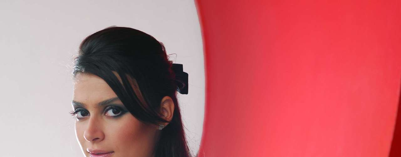 No nécessaire de Thaila Ayala não faltam blush e corretivo facial. A atriz também não consegue ficar longe do protetor solar