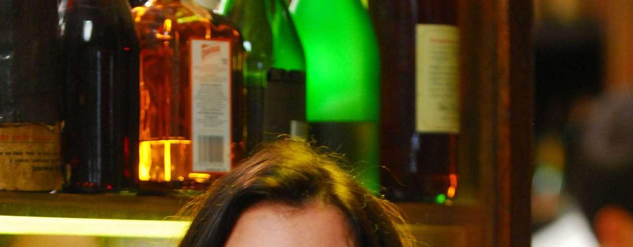 Para Alinne Moraes, protetor solar na bolsa é tão indispensável quanto gloss. Ela ainda carrega no nécessaire hidratante e tônico facial