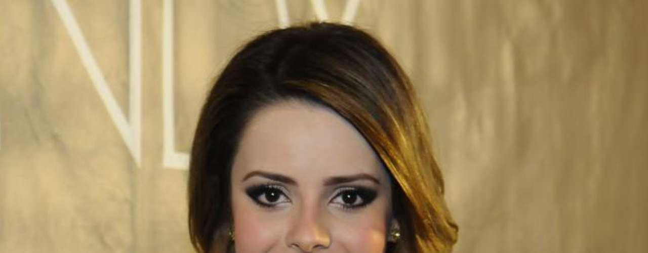 A apresentadora do Superbonita usa cremes anti-idade, além de fórmulas específicas para a área dos olhos e o controle da acne