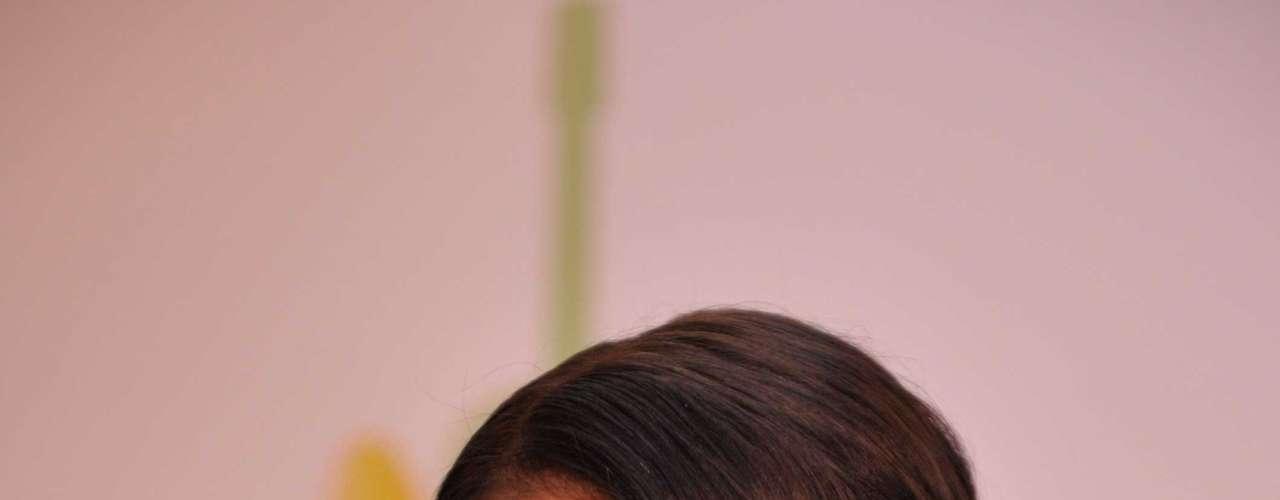 Na bolsa de Juliana Paes não pode faltar rímel e blush. Fã das sombras metalizadas e marrons, a atriz ainda leva consigo dermocosméticos específicos para seu tipo de pele