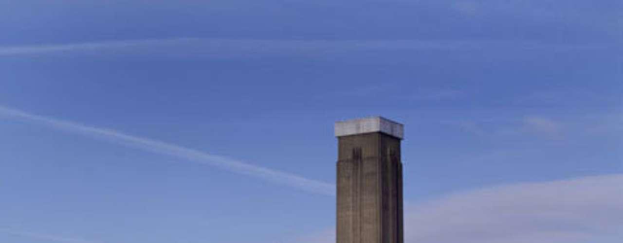 Tate Modern, Londres, Inglaterra - Desde sua abertura no ano 2000, o Tate Modern se transformou rapidamente num dos museus de arte moderna mais importantes do planeta. Situado ao lado do rio Tâmisa, este museu de Londres tem obras de artistas como Dalí, Matisse e Magritte