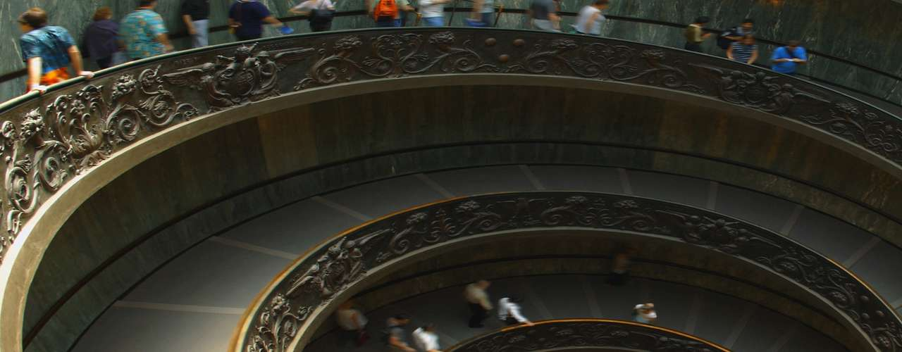 Museus Vaticanos, Vaticano - O que começou como um grupo de esculturas juntadas pelo Papa Júlio II no século dezesseis é hoje uma das maiores coleções arte do planeta. Trabalhos de Rafael, Caravaggio e Michelangelo fazem parte do acervo dos Museus Vaticanos, grupo de museus e instituições culturais da Santa-Sede