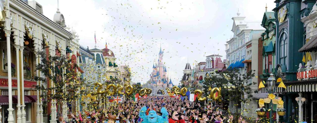 Disneyland Paris, Marne-la-Valée, França - Quando o primeiro parque da Disney da Europa foi inaugurado, em 1992, muitos franceses reclamaram desta invasão americana. Hoje, o Disneyland Paris, situado na verdade em Marne-la-Vallée, a cerca 30 km da capital francesa, é uma das principais atrações turísticas do continente, com dois parques, numerosos hotéis e muitos brinquedos, como Space Mountain e Piratas do Caribe