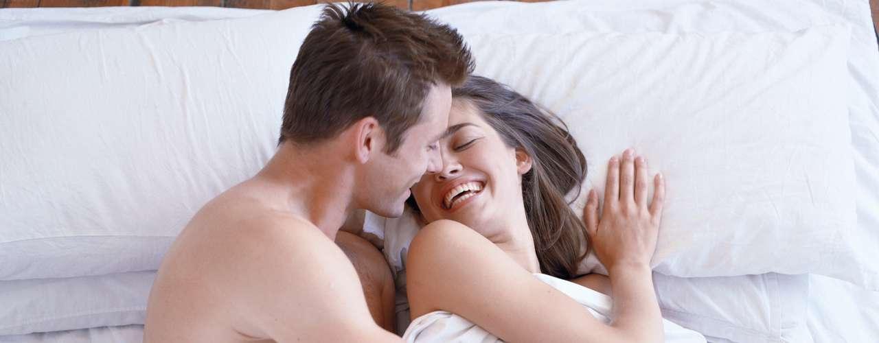 6. Sexo casual pode ser menos desgastante: fazer sexo com pessoas sem que envolva sentimento, geralmente, não cria expectativas. Por isso, essa experiência tende a ser menos desgastante do que manter uma relação estável, ainda que não-oficial, com apenas uma pessoa